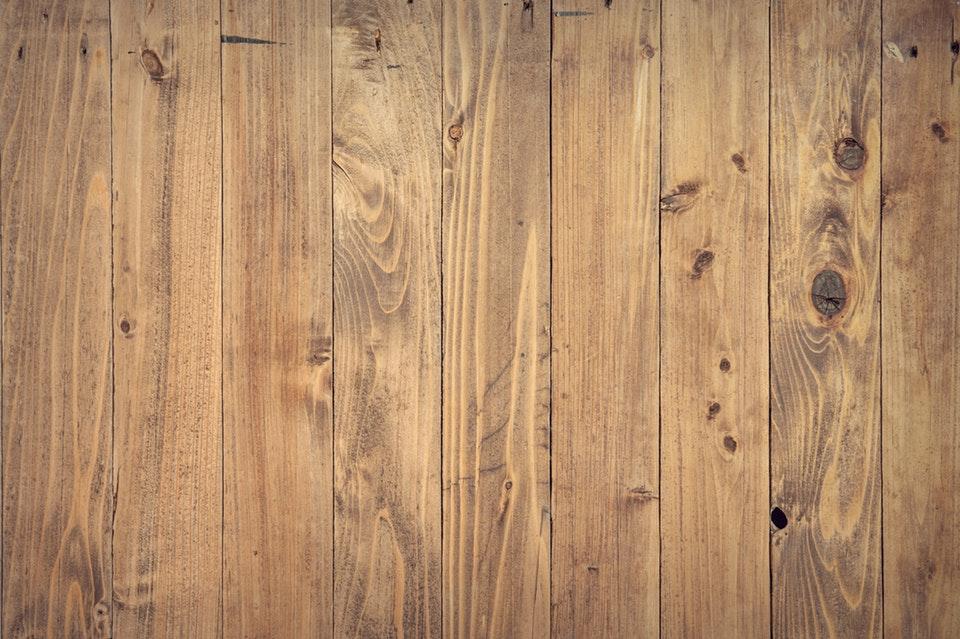 Lakierowanie powierzchni drewnianych